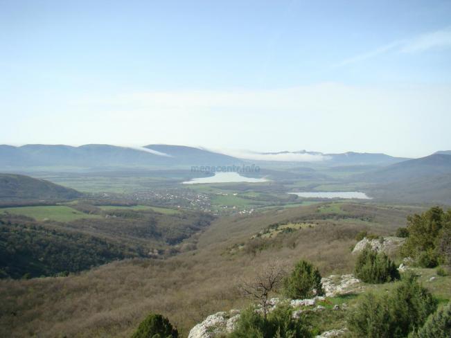 Вид на Байдарскую долину с вершины горы.
